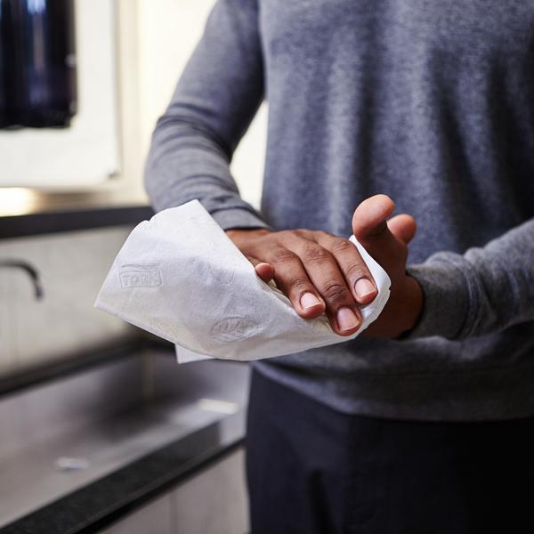 Vorschau: Tork Zickzack Handtuch online kaufen - Verwendung 5