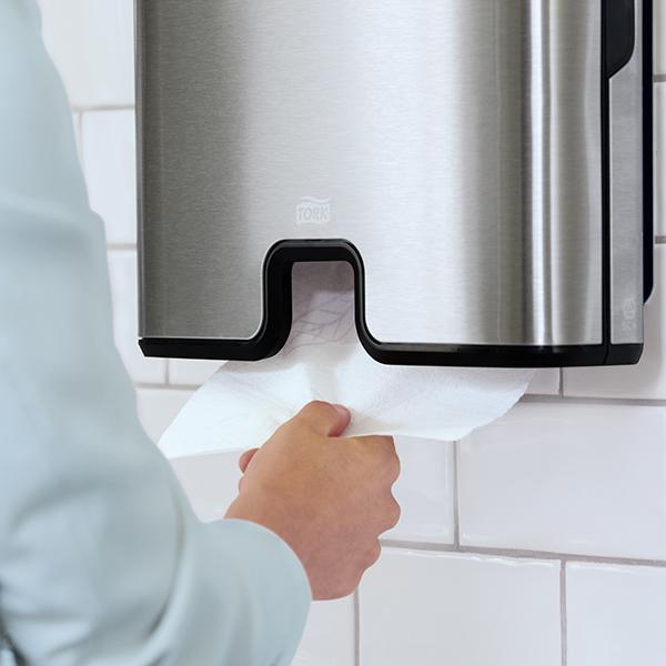 Vorschau: Tork Xpress® Spender für Multifold Handtuch online kaufen - Verwendung 4