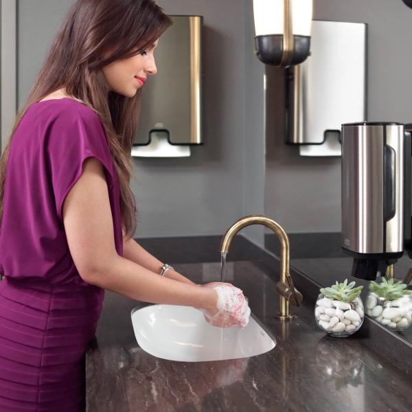 Vorschau: Tork Xpress® Spender für Multifold Handtuch online kaufen - Verwendung 5